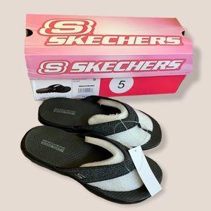 👛2/$15 BNWT Skechers On The Go GogaMat Flip Flops